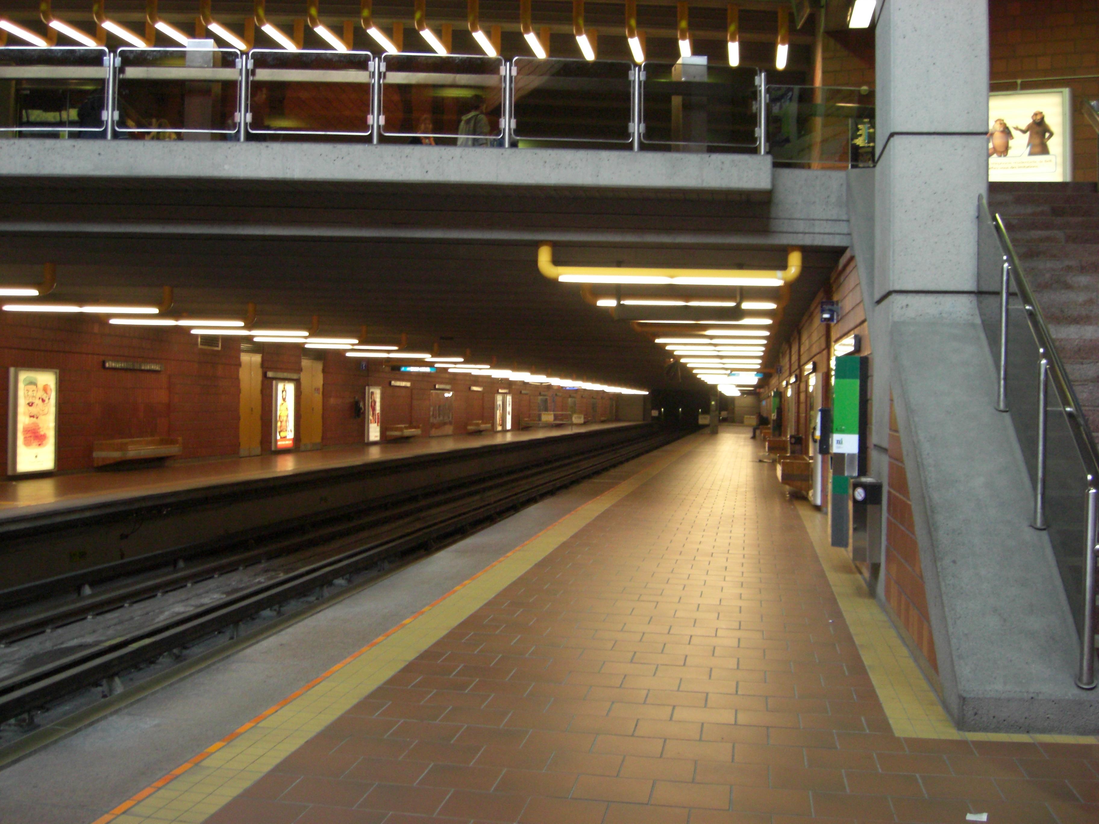 File station universit de montr wikipedia for Metro interieur