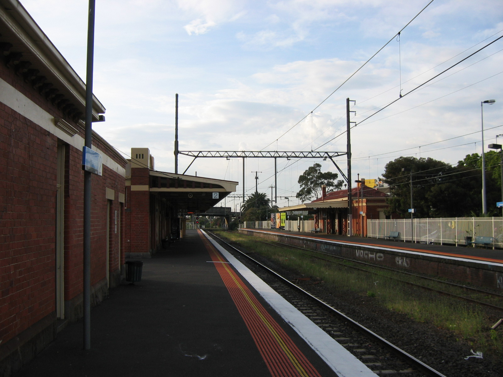 how to get to oakleigh station