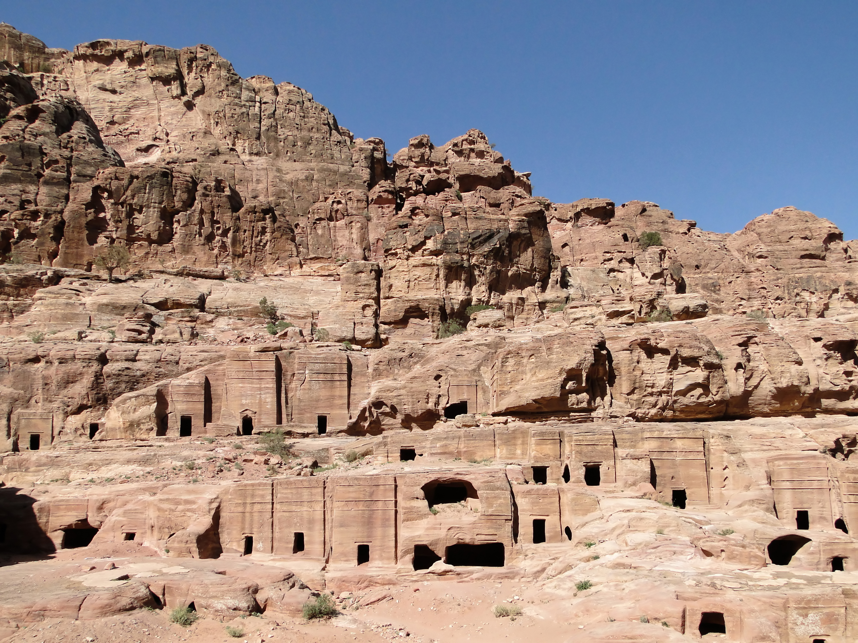 http://upload.wikimedia.org/wikipedia/commons/5/55/Street_of_Facades,_Petra.jpg