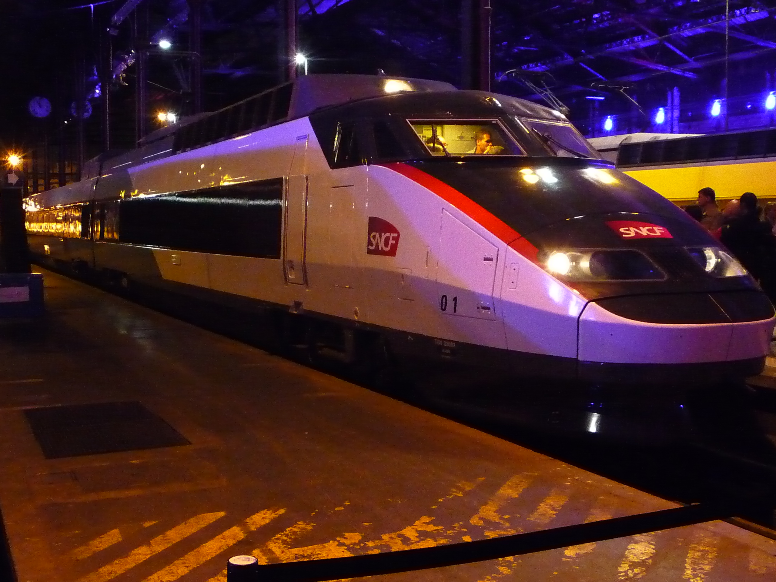 File tgv sud est 01 carmillon 30 wikimedia commons for Interieur sud cannes