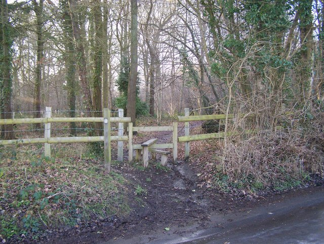 The Coldrum Trail enters Ryarsh Wood - geograph.org.uk - 1165155