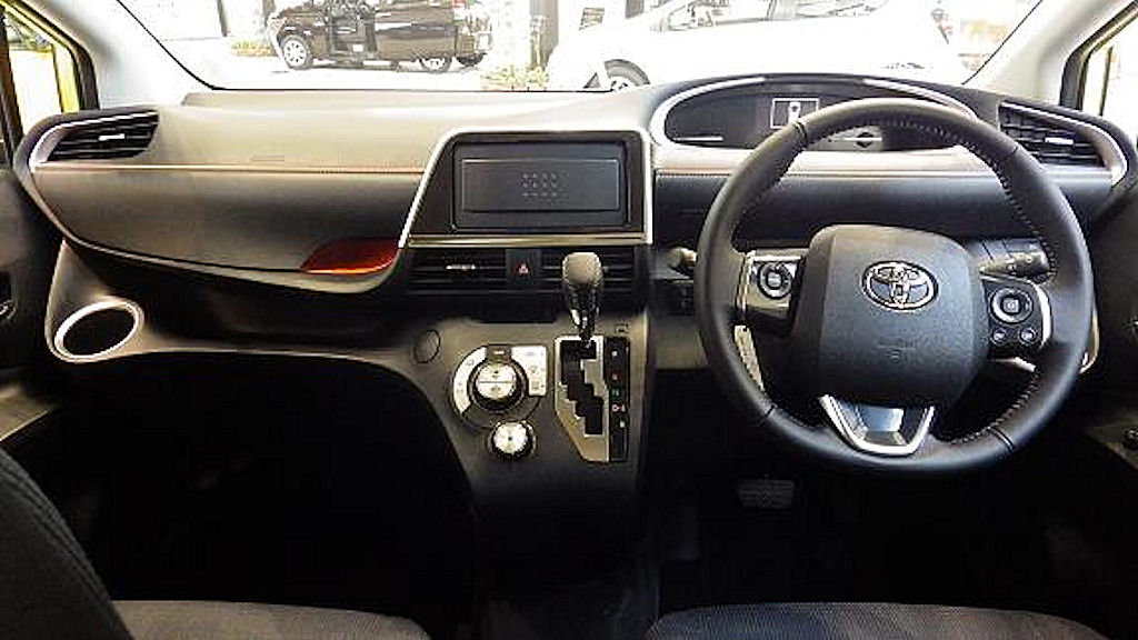 file toyota sienta g nsp170g interior     wikimedia commons