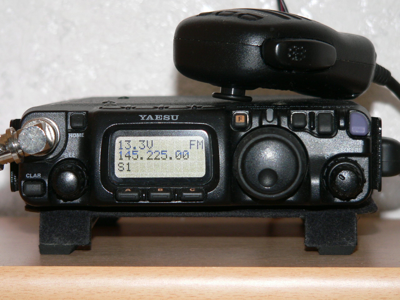 File:Yaesu FT-817 (1).jpg - Wikimedia Commons
