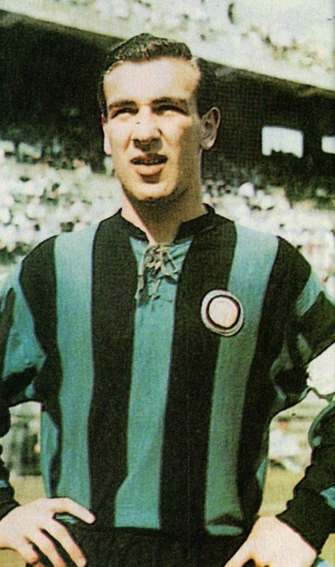 Angelillo as captain of Inter Milan in the 1958–59 season
