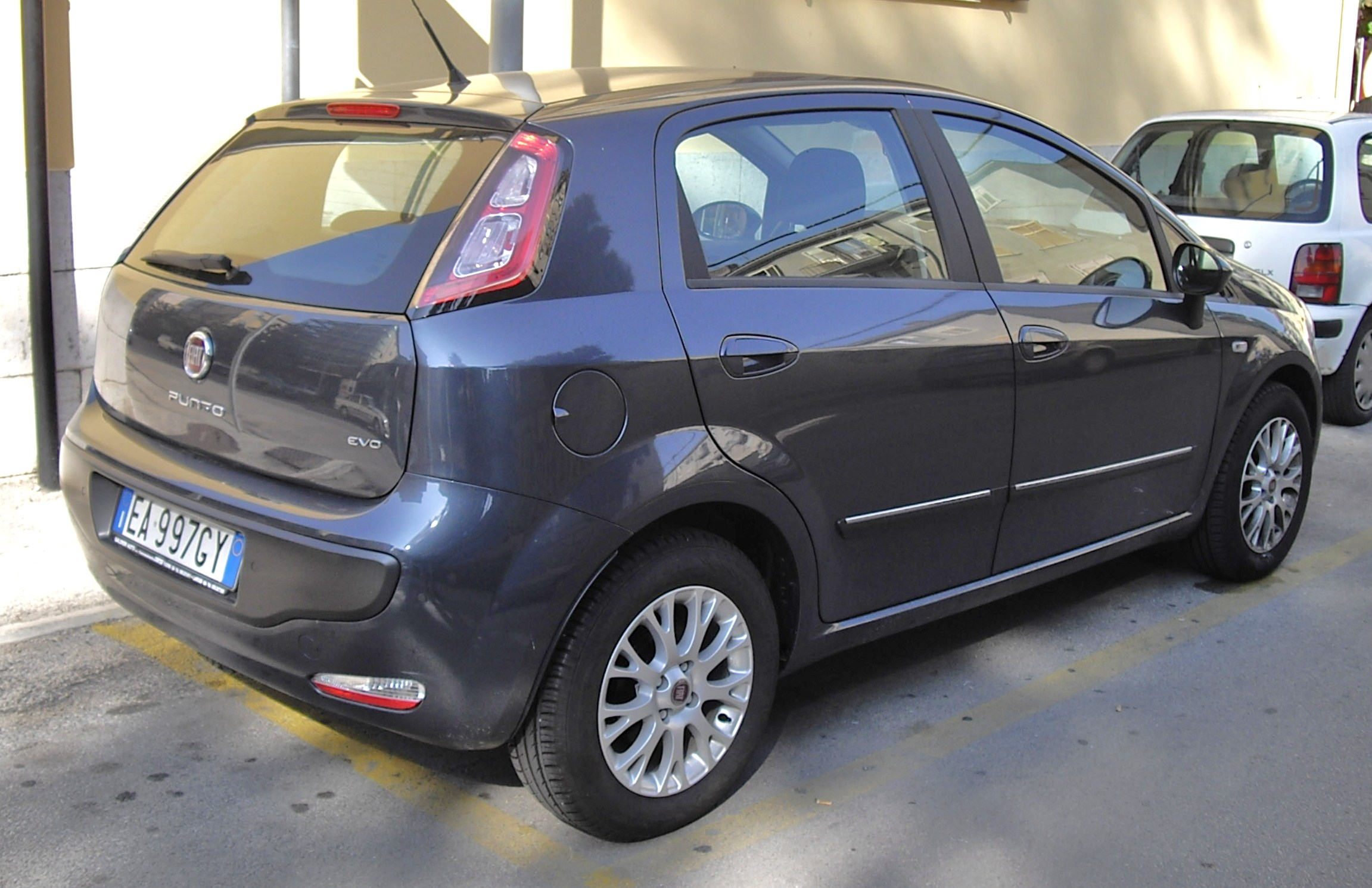 file 2010 fiat punto evo grey rear jpg wikimedia commons. Black Bedroom Furniture Sets. Home Design Ideas