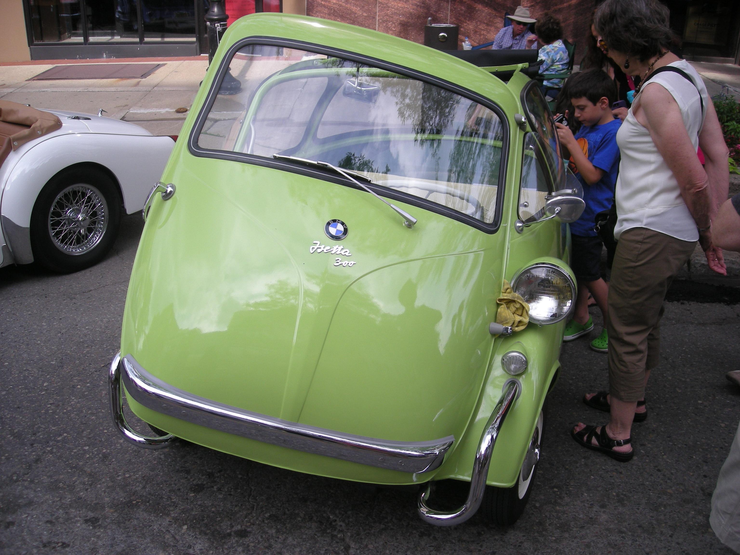 File 2014 rolling sculpture car show 39 1956 bmw isetta 300 jpg