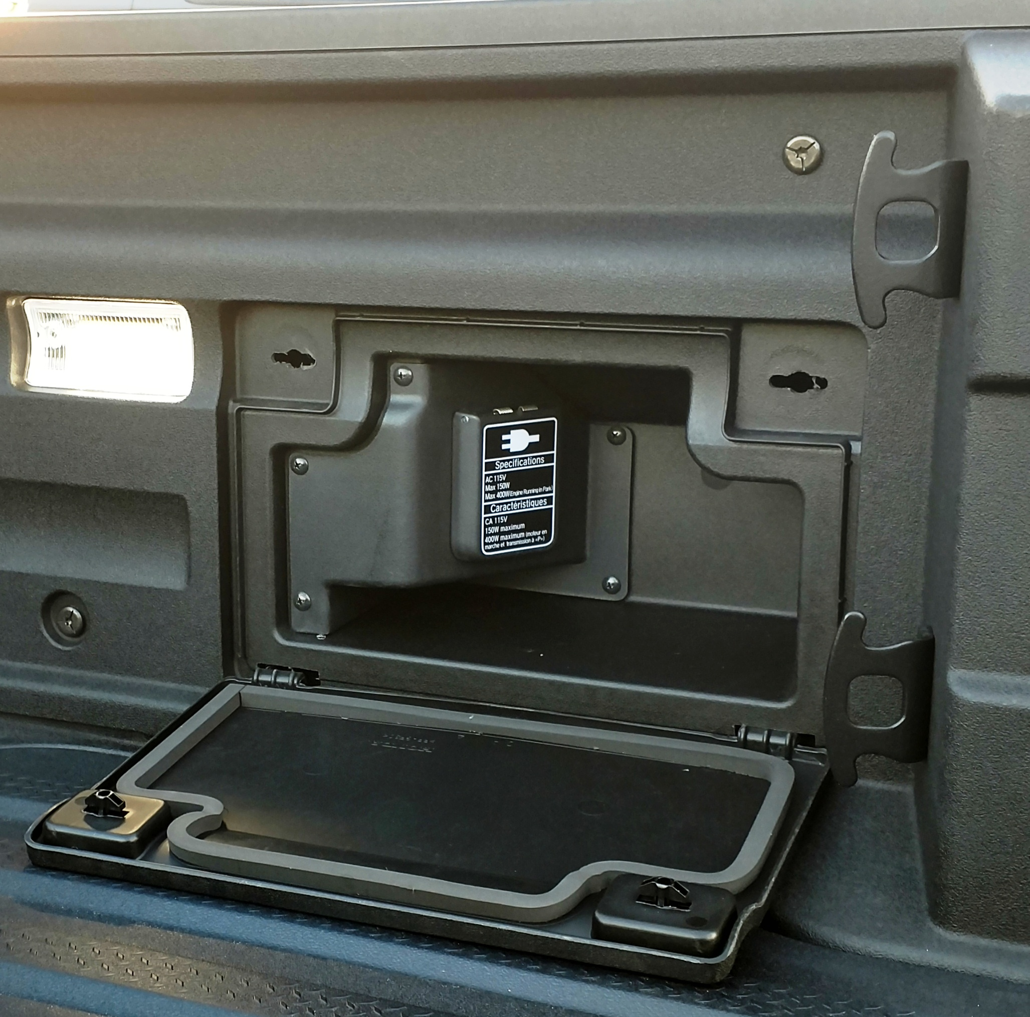File:2018 Honda Ridgeline RTL-E-In-bed side storage ...