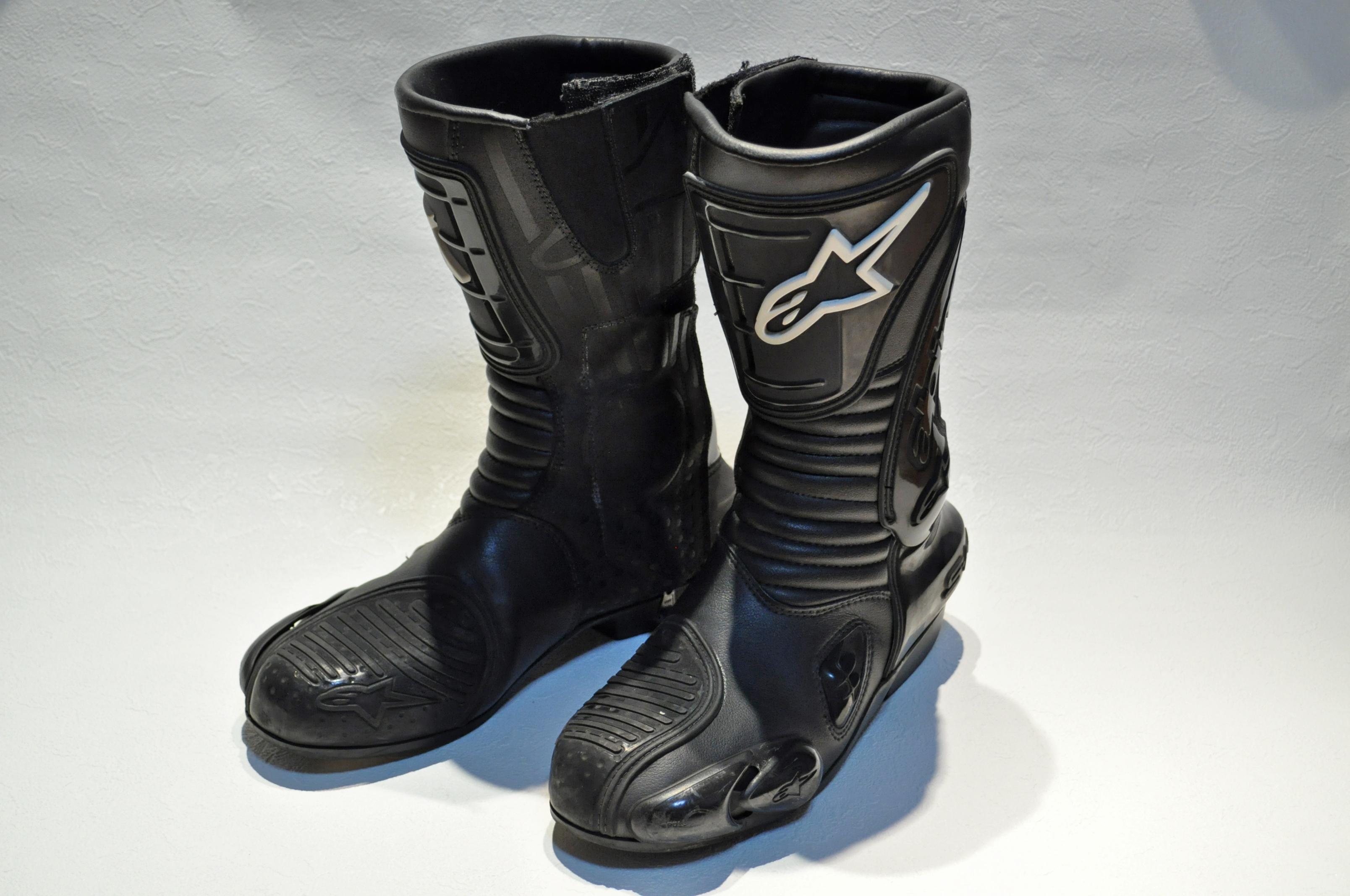 File:Alpinestars S-MX Motorcycle boots.jpg - Wikimedia Commons