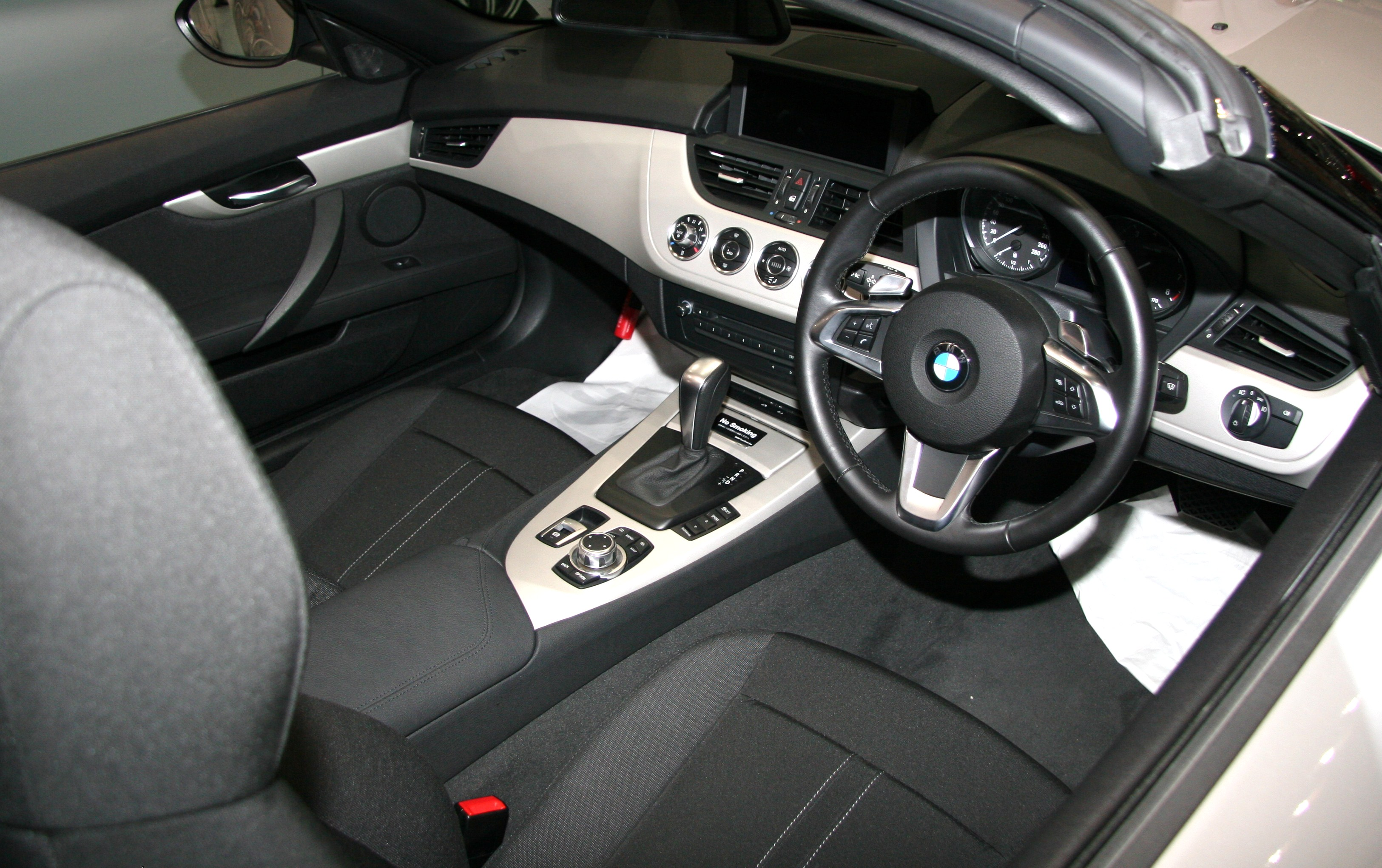 File Bmw Z4 E89 Interior Jpg Wikimedia Commons