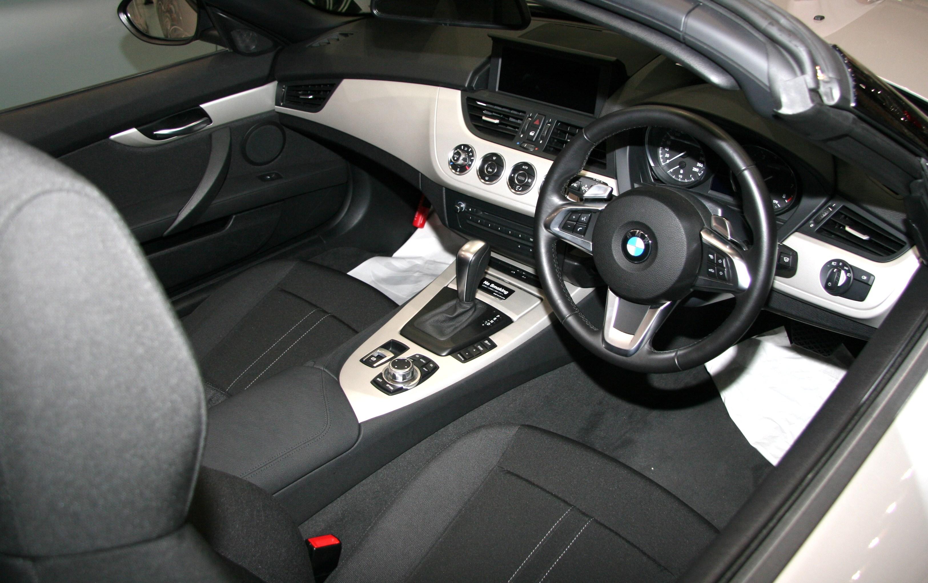 File:BMW Z4 E89 interior.jpg - Wikimedia Commons