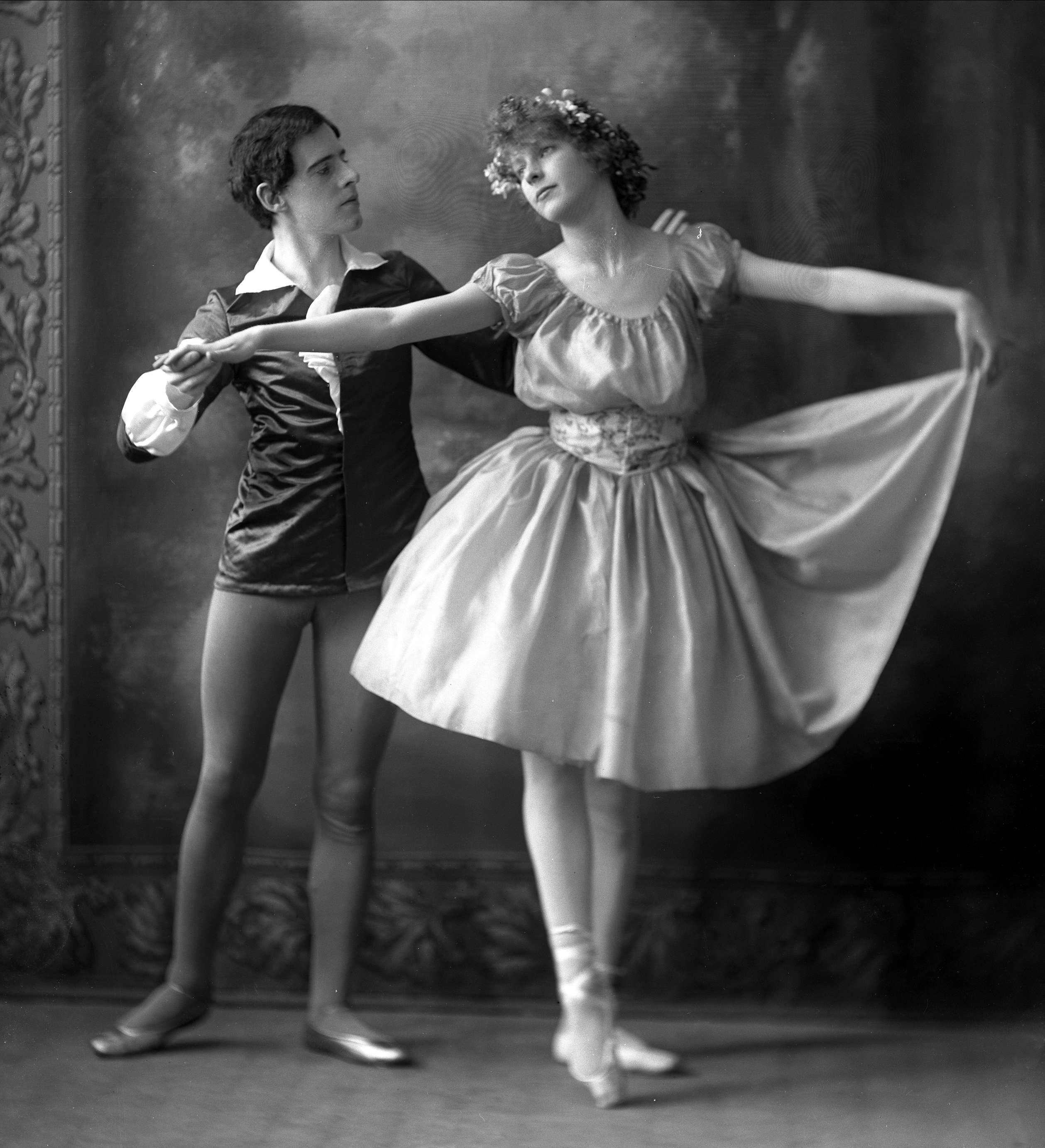 the history of waltz They are designed to give you not only a taste of the variety of responses to the waltz, but a sense of how and by the pressure literary history exerts on.