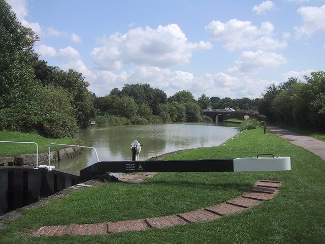 Basin near the top of the flight of Caen Hill Locks - geograph.org.uk - 1436240