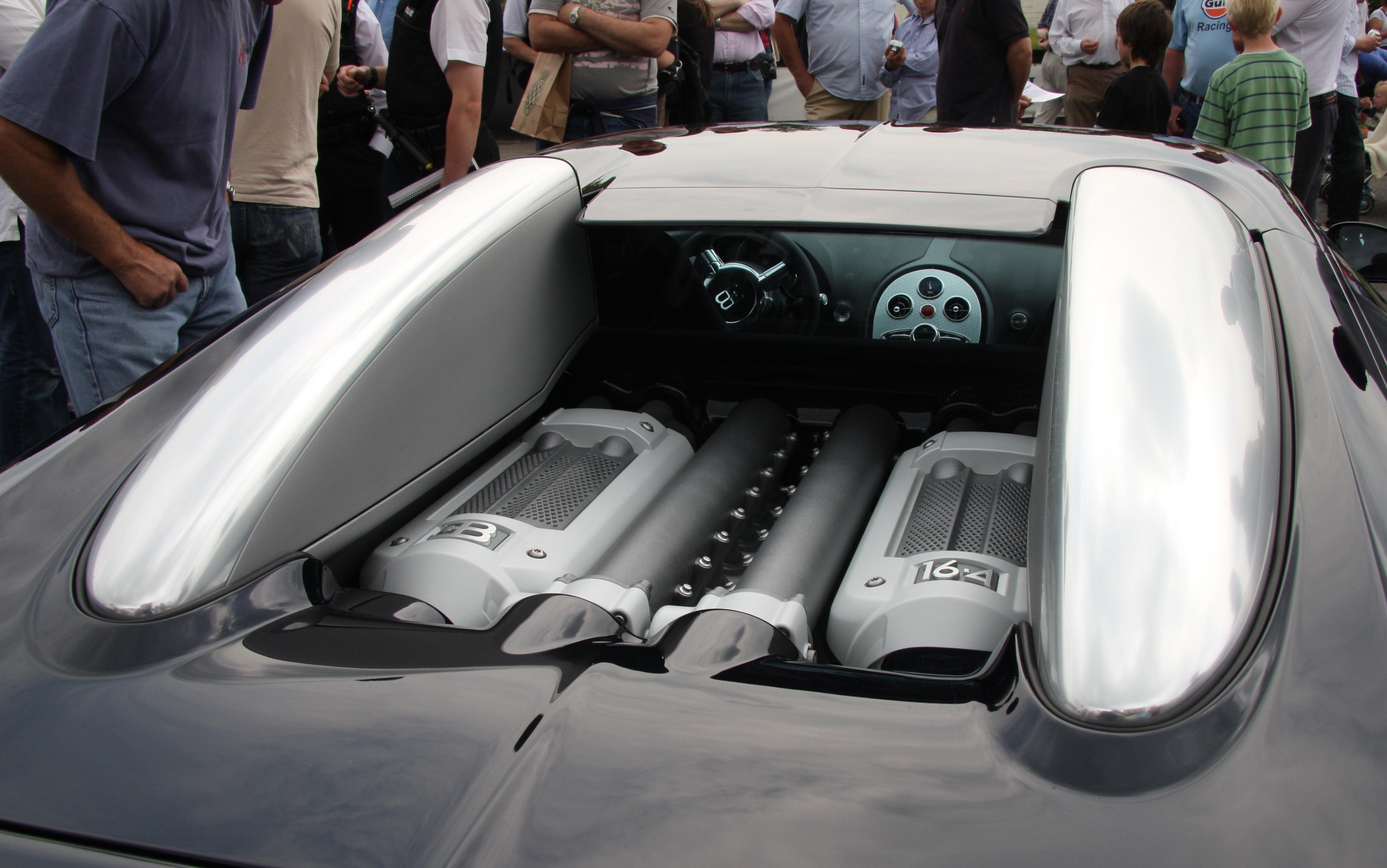 File:Bugatti Veyron 8.0 Litre W16 Cylinder Engine   Flickr   Exfordy.