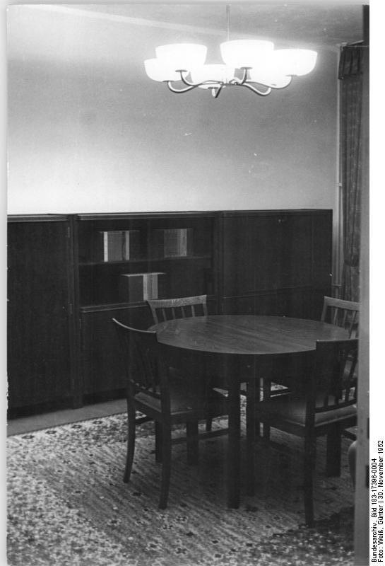 0004 berlin ho möbelausstellung wohnzimmer jpg wikimedia commons