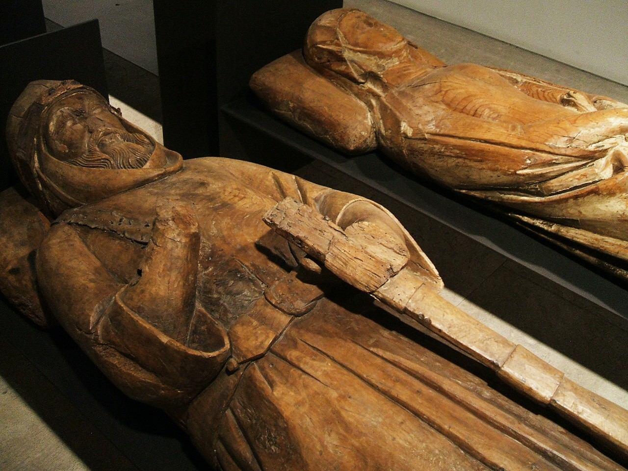 Descripción Burgos - Museo de Burgos, bultos funerarios de dama y ...