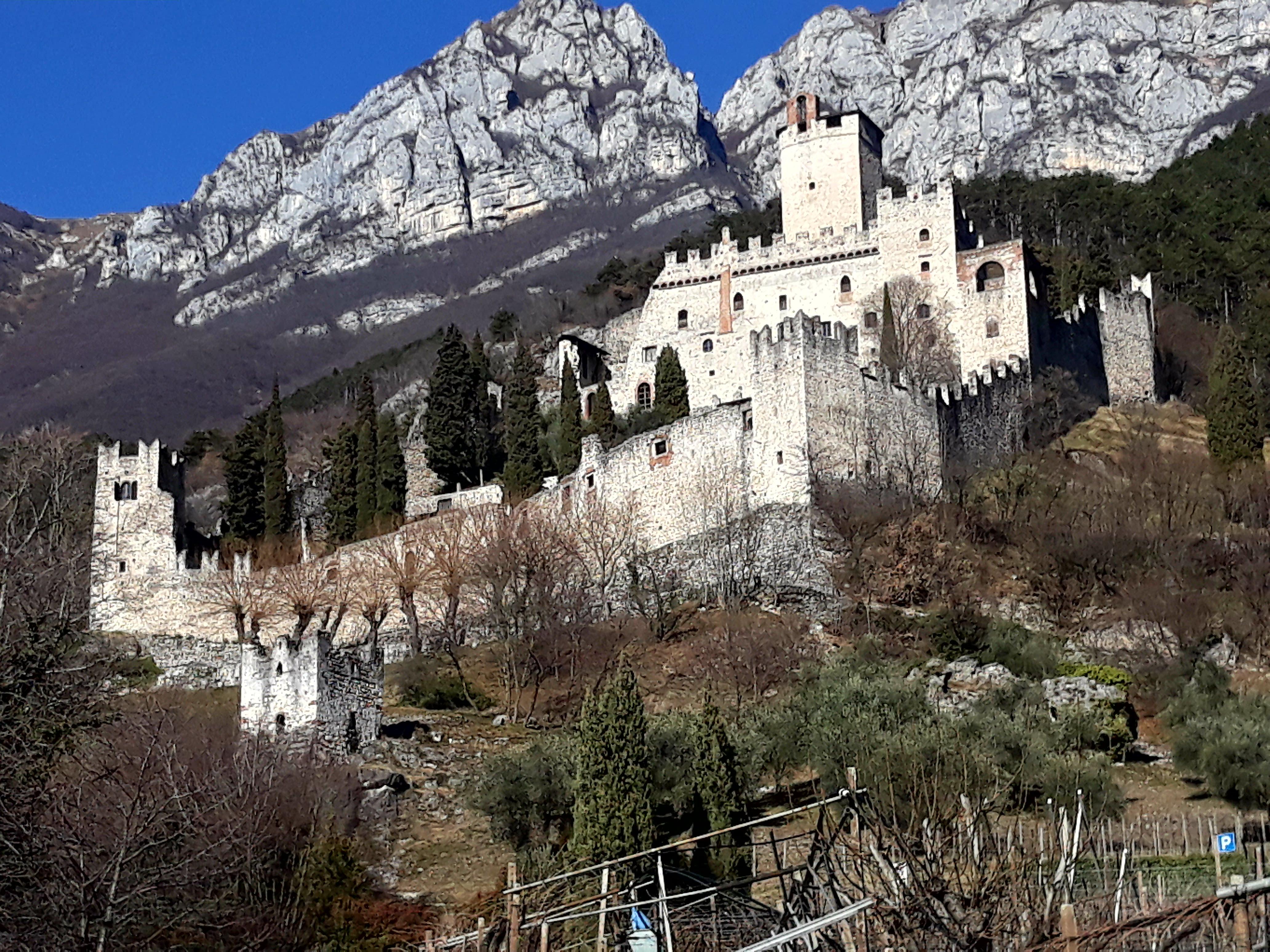 Castello Di Avio Wikipedia