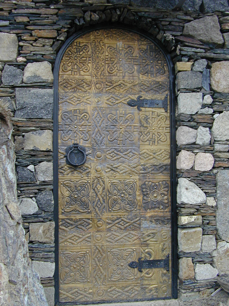 Door wikipedia for Types of wood doors are made of