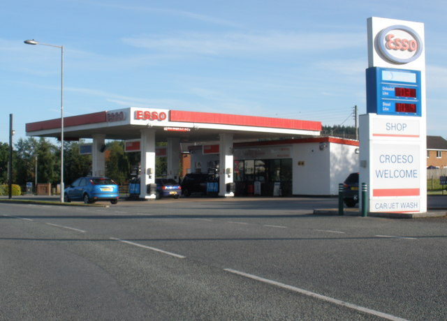 file esso service station ruthin wikimedia commons. Black Bedroom Furniture Sets. Home Design Ideas