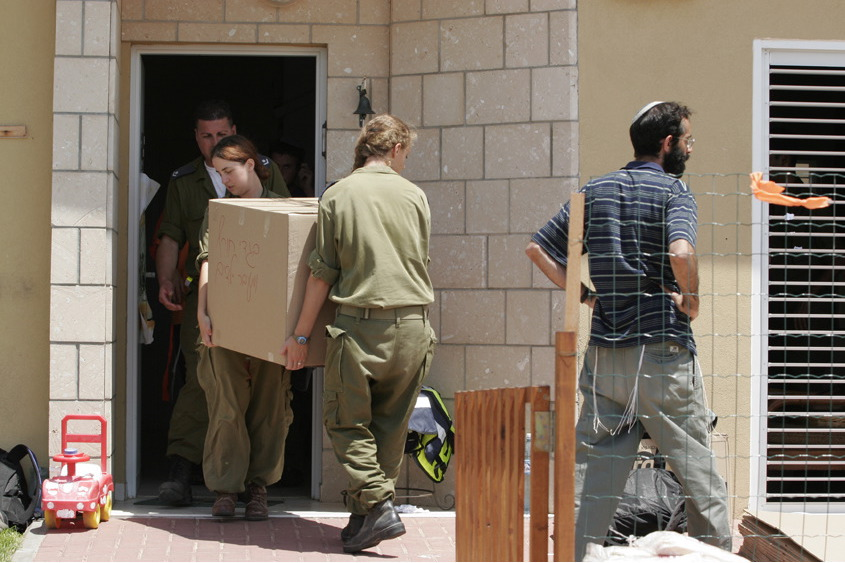 Flickr - Israel Defense Forces - The Evacuation of Nissanit (2).jpg