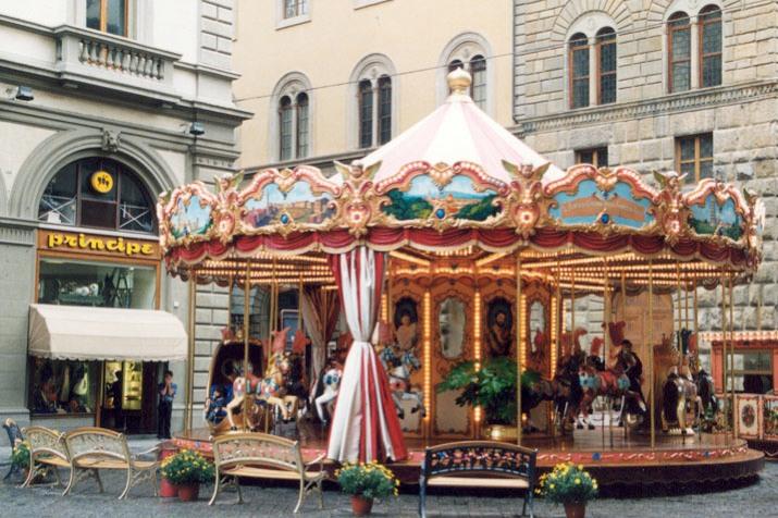 File:Florence, Italy street scene.jpg - Wikimedia Commons