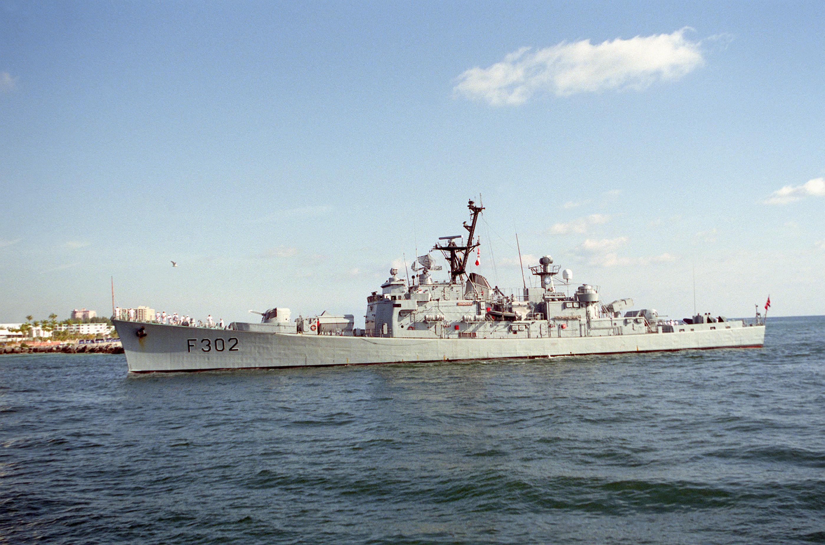 Disparo de Misil por parte de la Armada Real de Noruega Frigate_knm_trondheim
