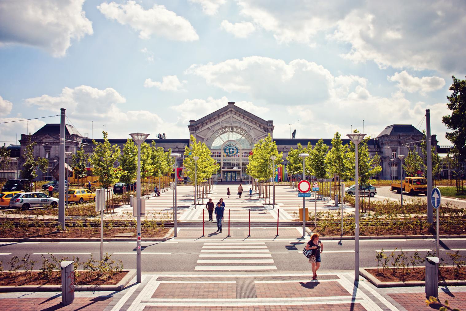 Station charleroi zuid for Miroir jemeppe