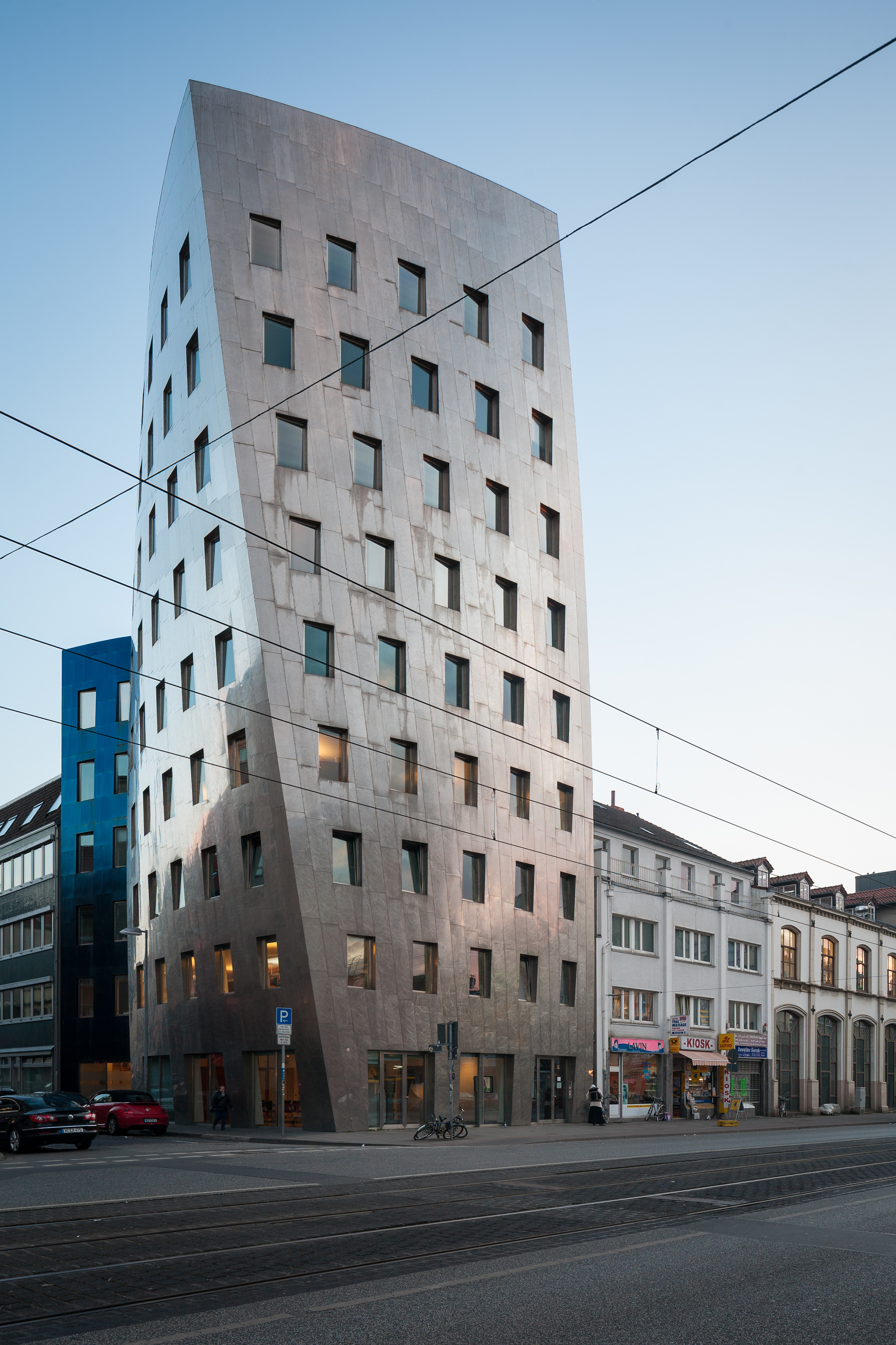 file gehry tower office building hanover germany jpg
