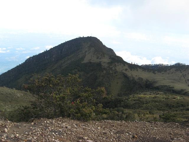 Berkas:Gunung Lawu.jpg