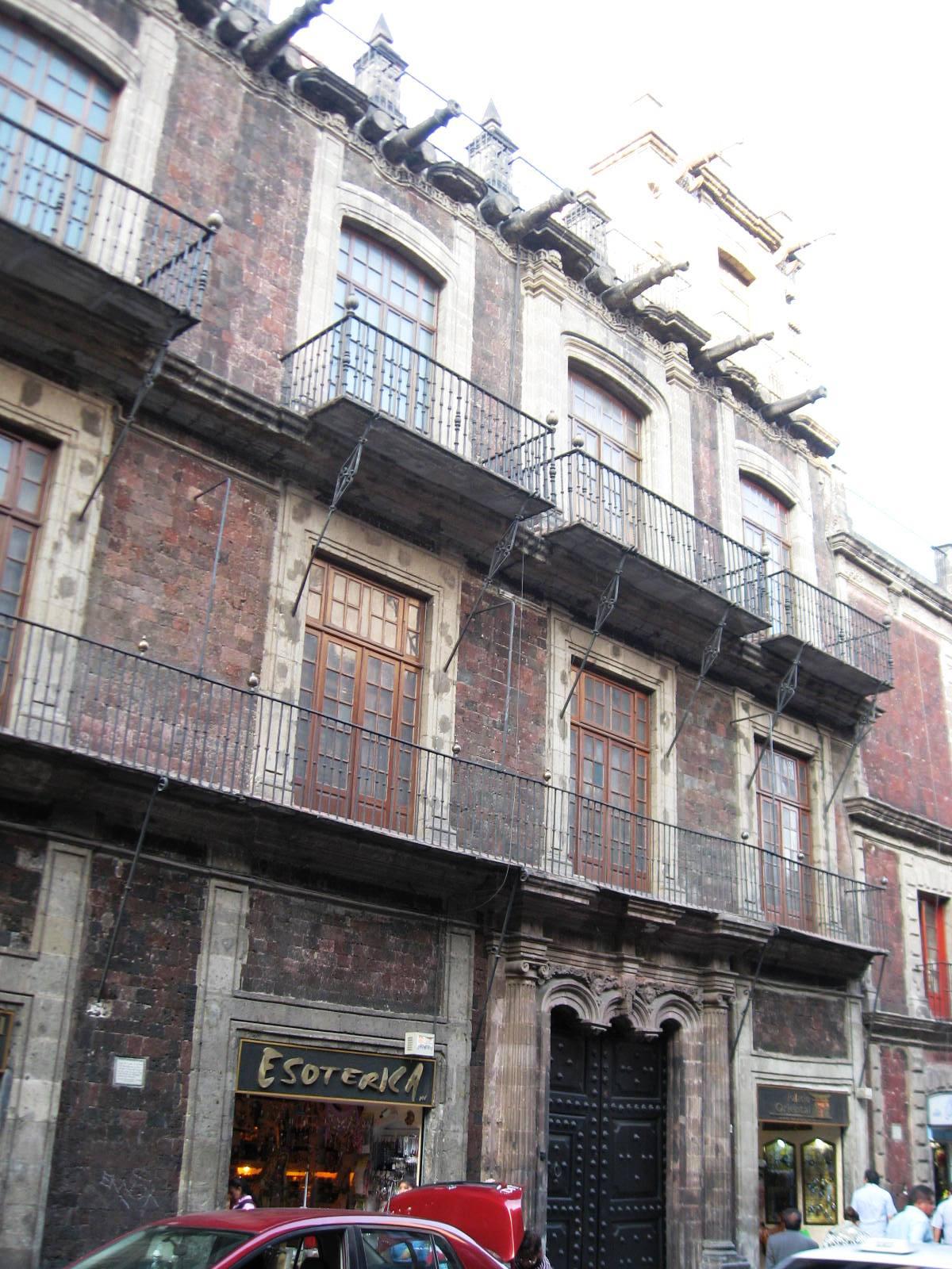 House of the count de la torre cos o y la cortina mexico for La casa de las cortinas