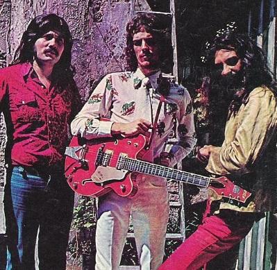 """Invisible en 1974. De izquierda a derecha: """"Machi"""" Rufino, Spinetta y """"Pomo"""" Lorenzo."""