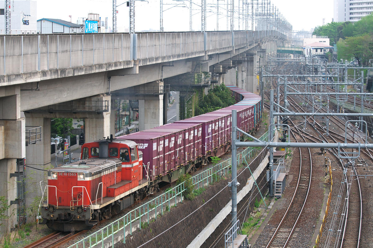 https://upload.wikimedia.org/wikipedia/commons/5/56/JRF-Kita-Ouji-Line-Train.jpg