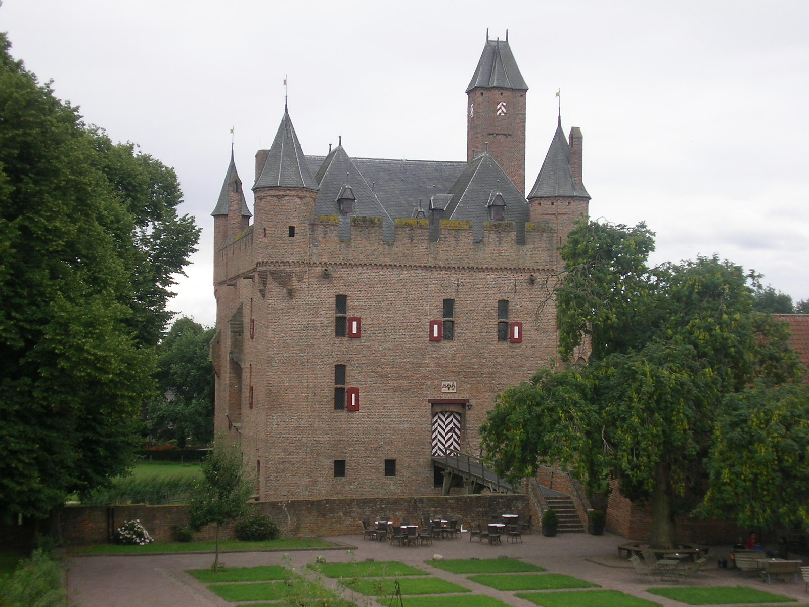 File Kasteel doornenburg jpg   Wikimedia Commons