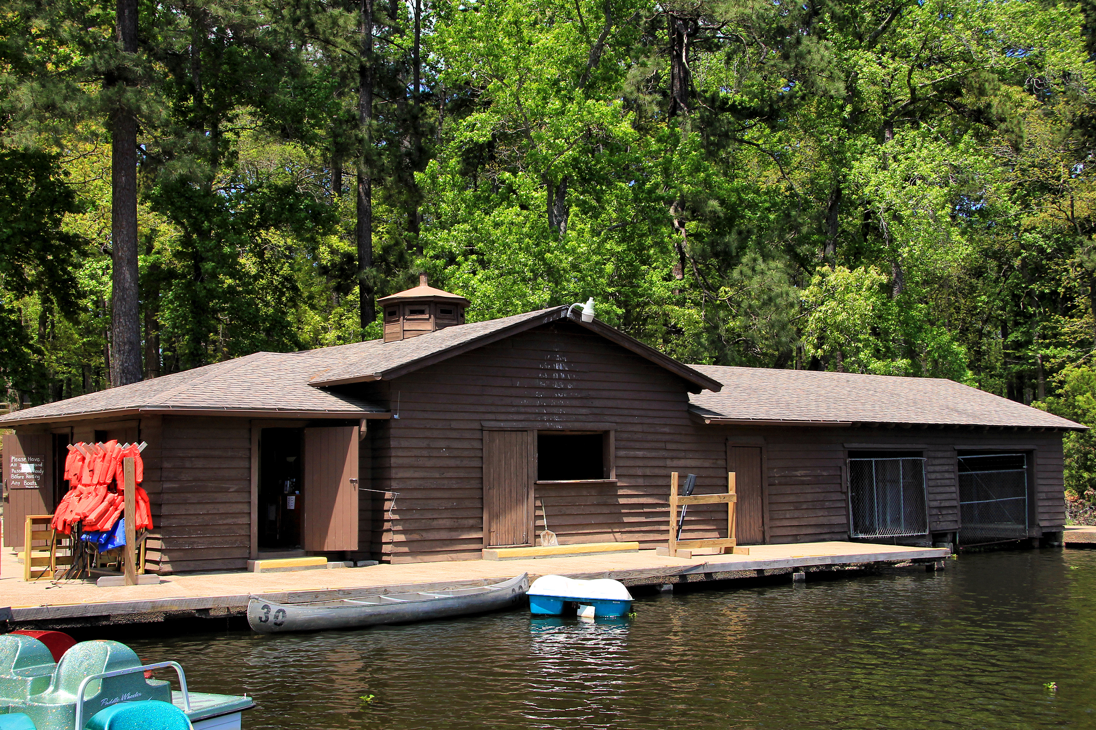 Attrayant File:Lake Ravern Boat House Huntsville Tx 2014