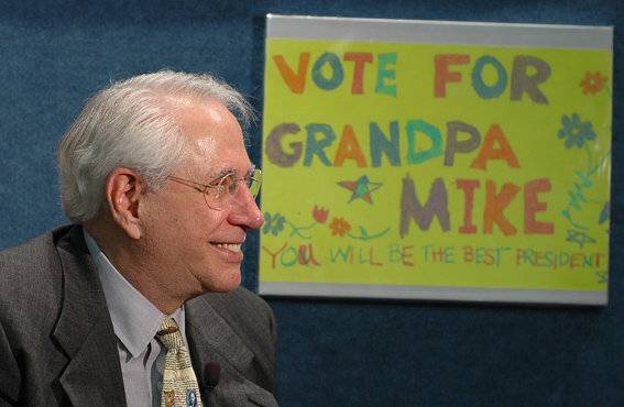 Mike Gravel at the launch of his Presidential campaign in April 2006