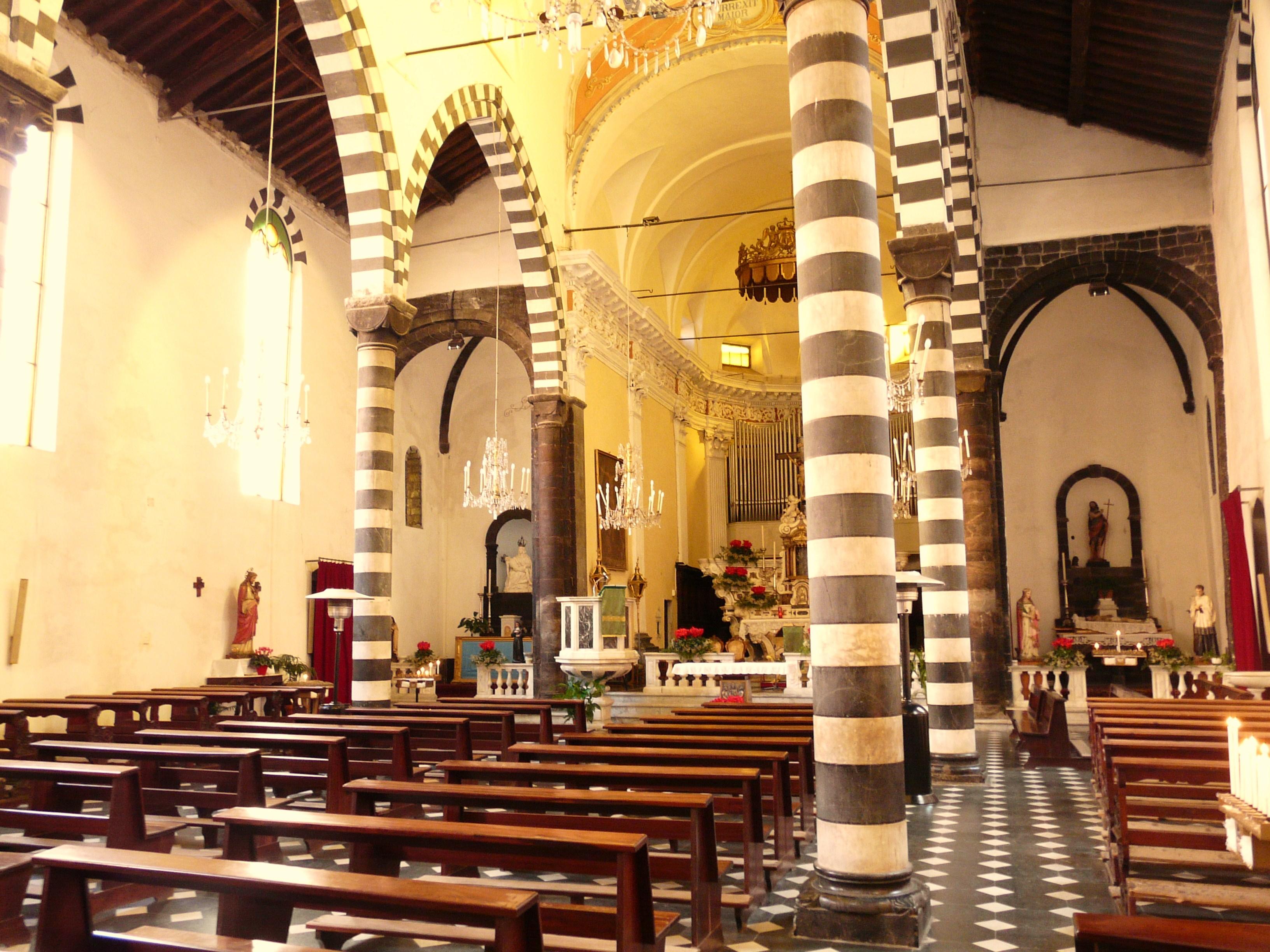 file monterosso al mare-chiesa san giovanni battista-navata centrale2 jpg