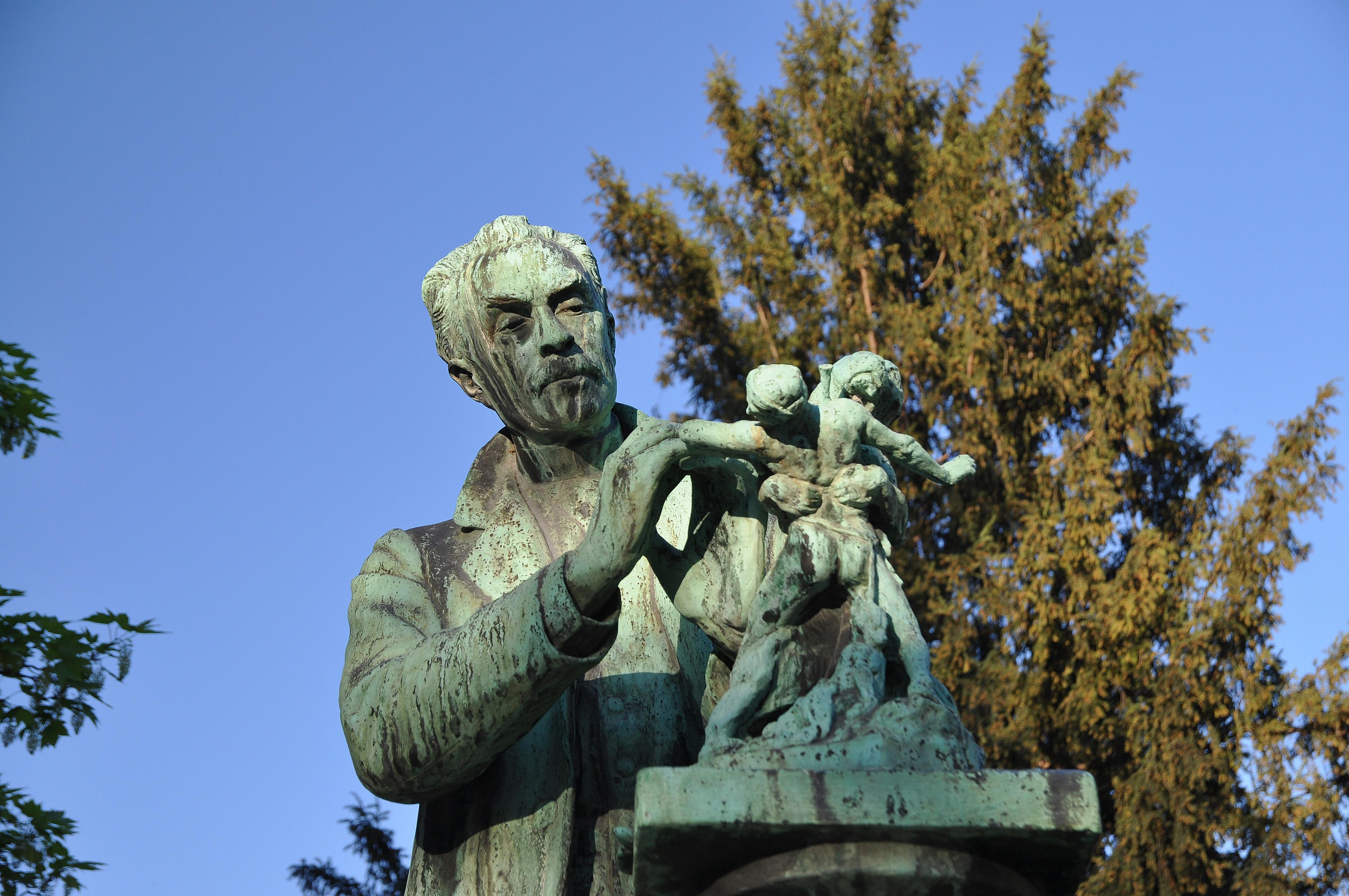 File monument emmanuel fr miet by henri greber in jardin for Jardin 5e paris