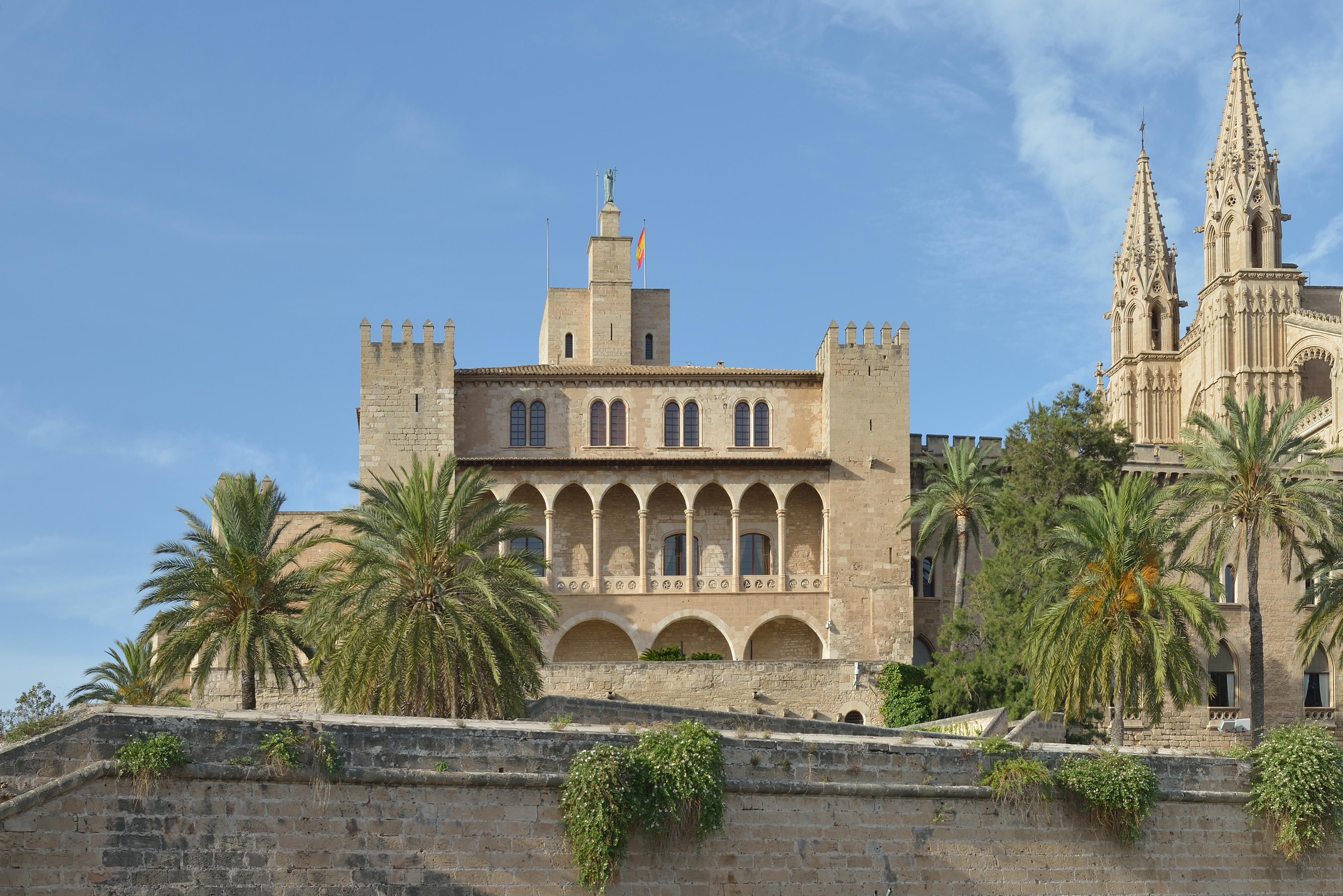 Risultati immagini per palazzo reale almudaina maiorca