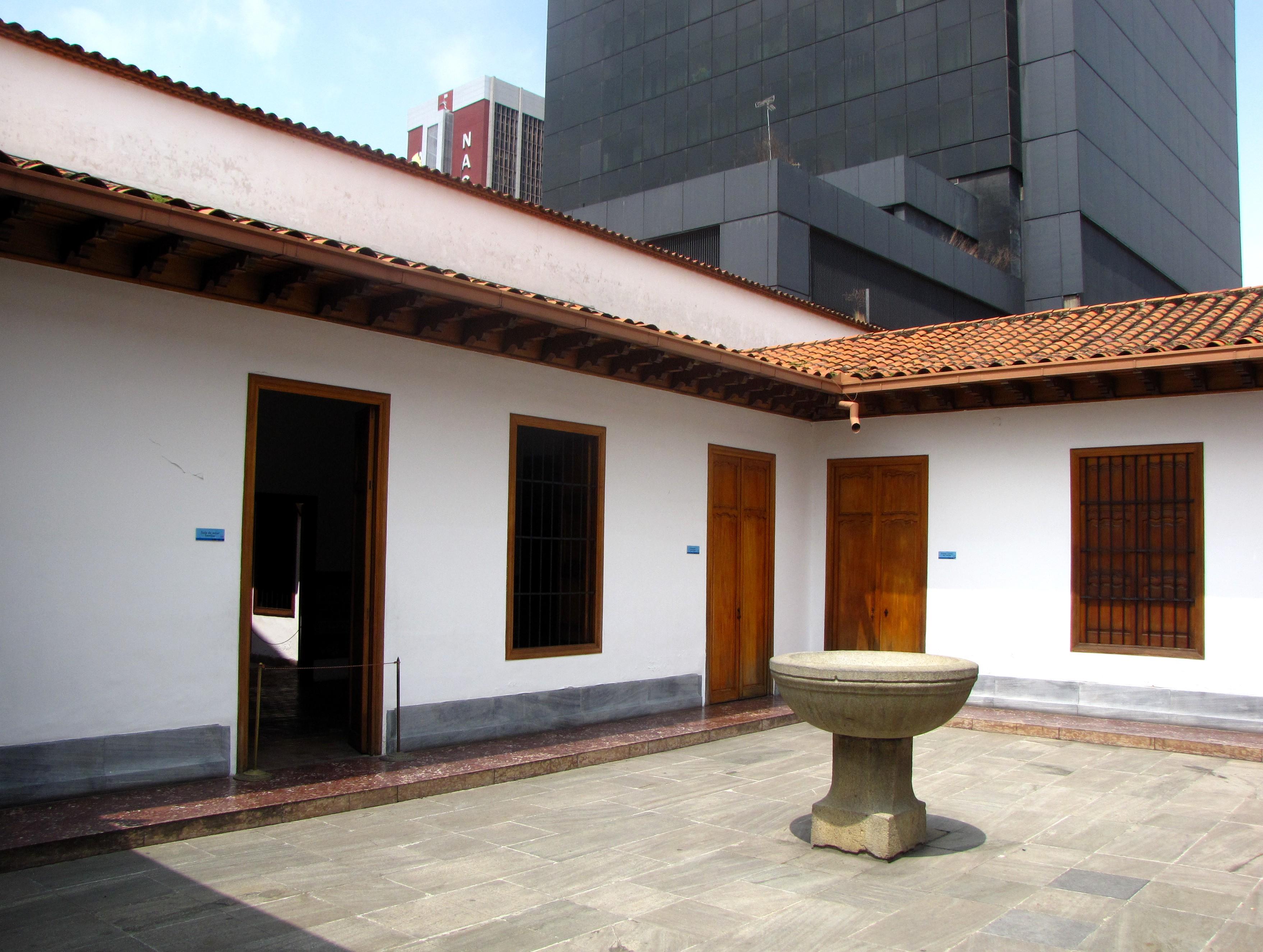 File patio interior de la casa de bol wikimedia commons - Casas con patio interior ...