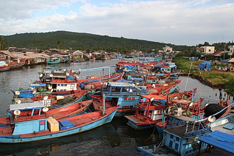 File:Phu quoc bateau de peche 2.jpg
