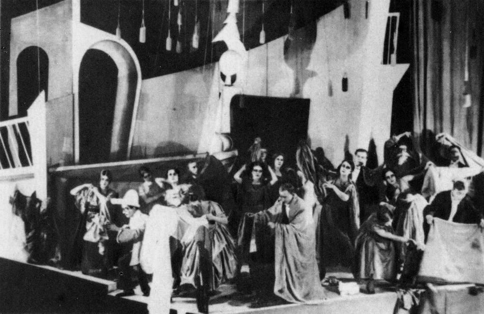 Image de la scène Turandot, par Gozzi; mise en scène de Vakhtangov (image domaine public)