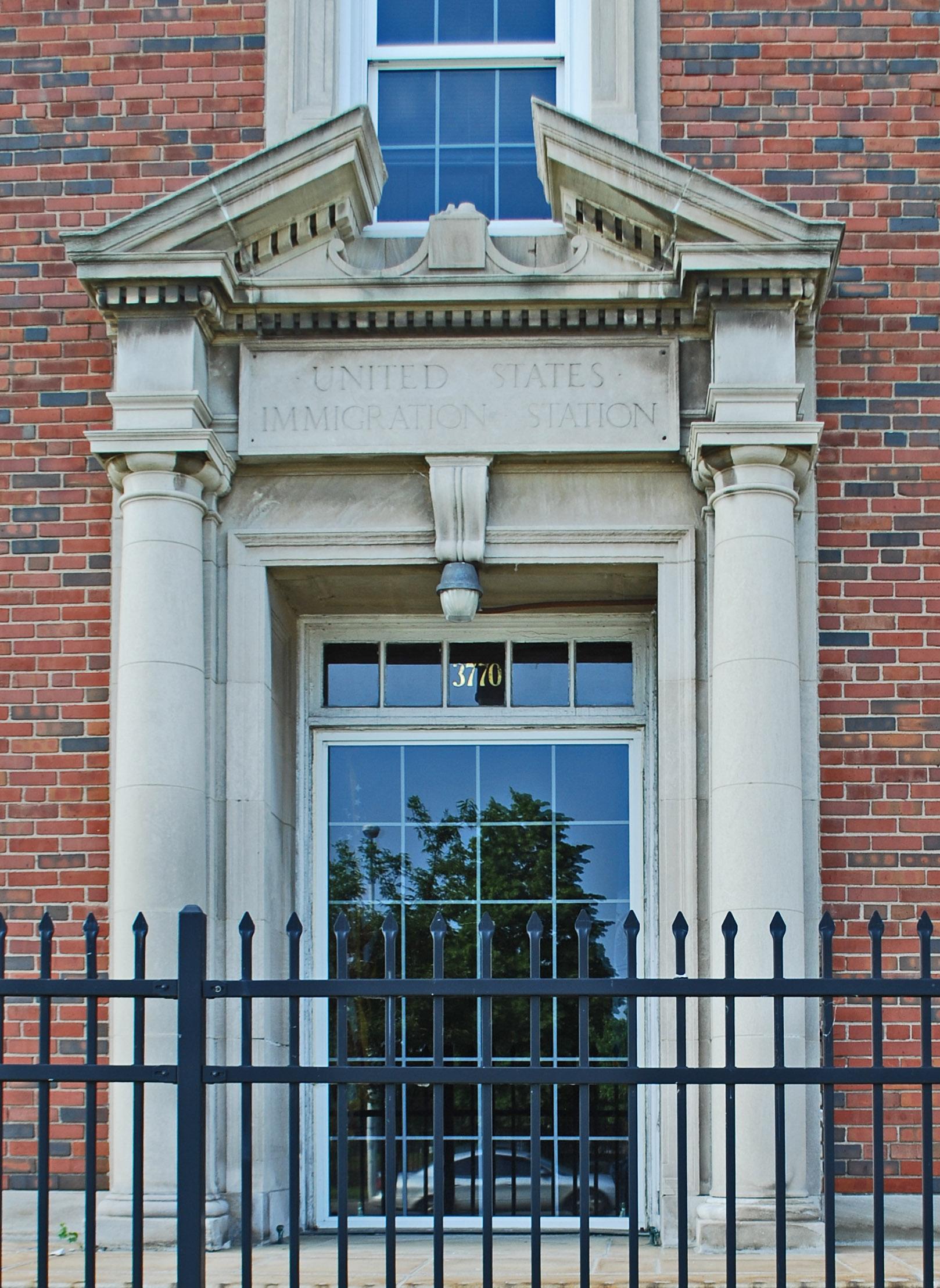 FileRosa Parks Federal Building Detroit Door.jpg & File:Rosa Parks Federal Building Detroit Door.jpg - Wikimedia Commons pezcame.com