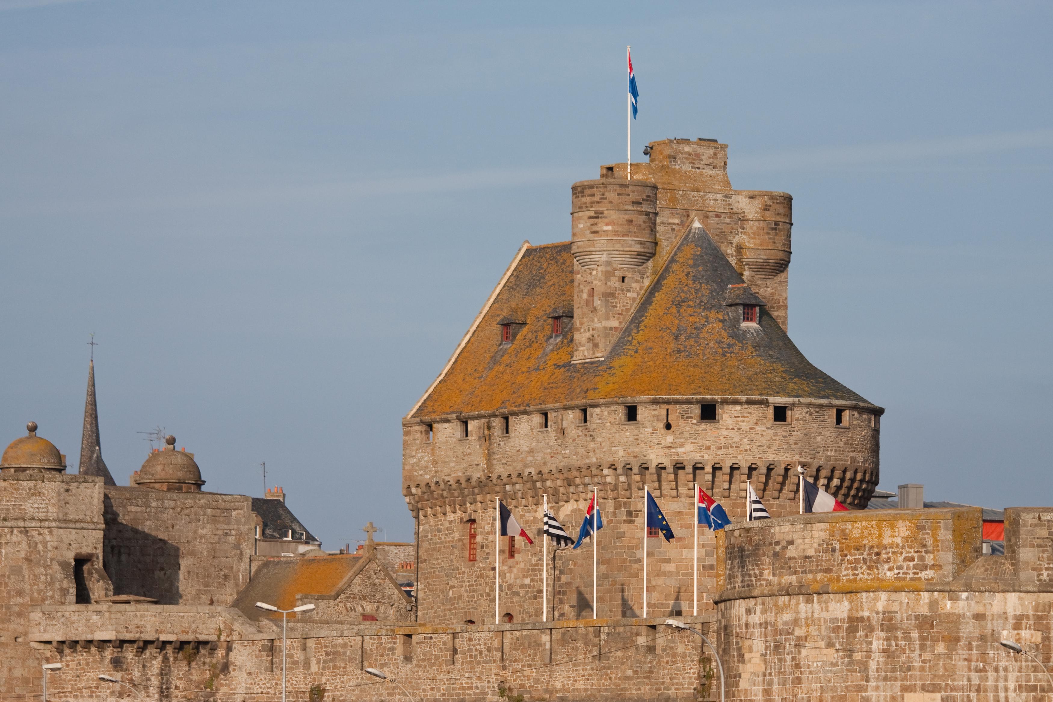 Relativ Gut Zu Erkennen Sind Auf Dem Grossen Foto Die Beiden Schwarz Weissen Flaggen Der Region Bretagne
