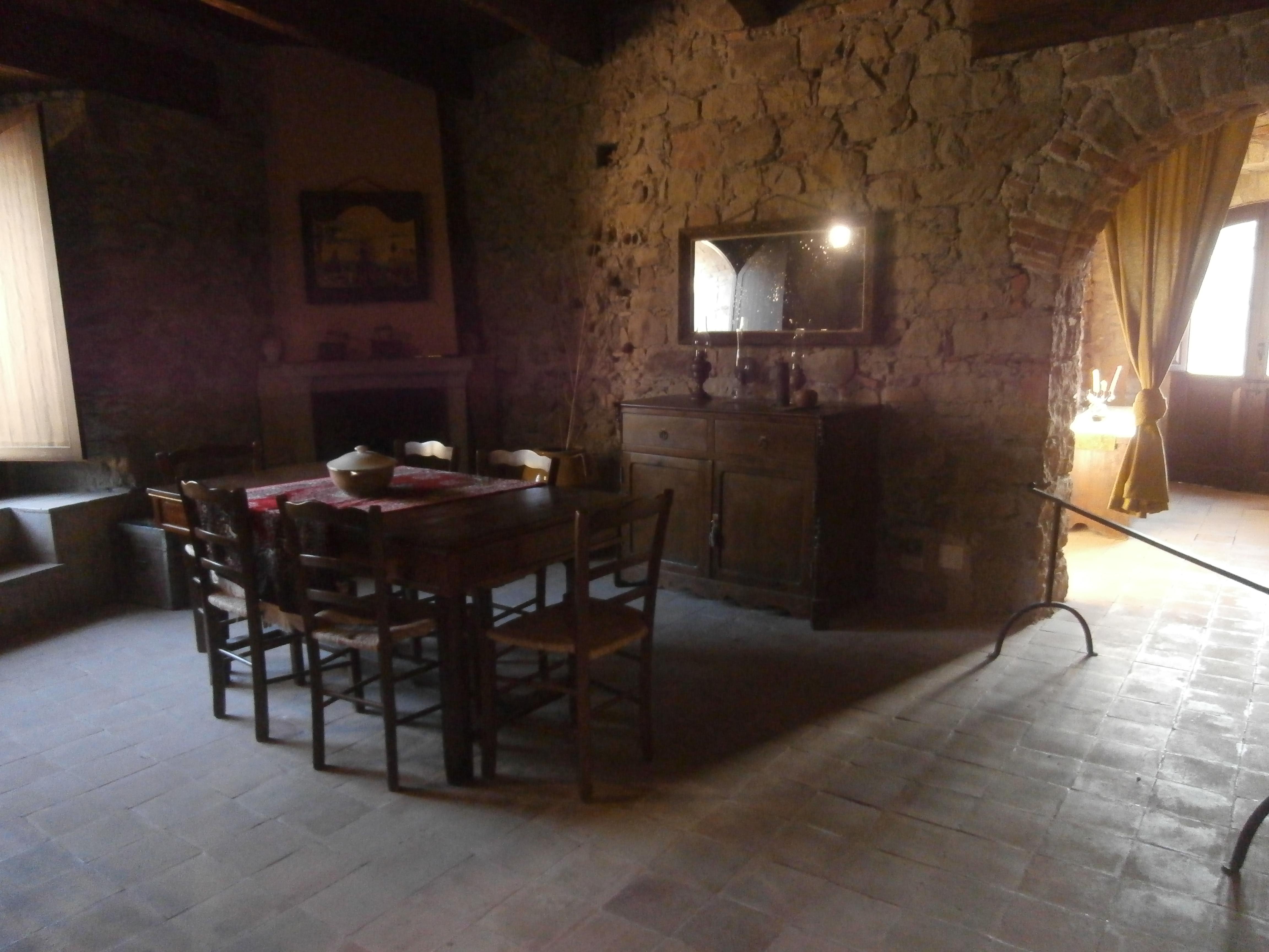 File:Sala da pranzo del castello di Favale.jpg - Wikimedia Commons