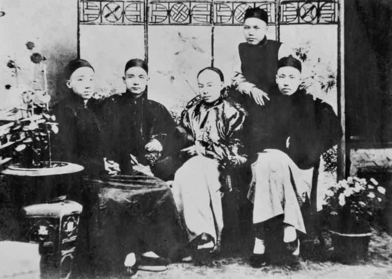 Photograph of Sun Yat-sen (seated, second from left) and his revolutionary friends, the Four Bandits, including Yeung Hok-ling (left), Chan Siu-bak (seated, second from right), Yau Lit (right), and Guan Jingliang ( ) (standing).