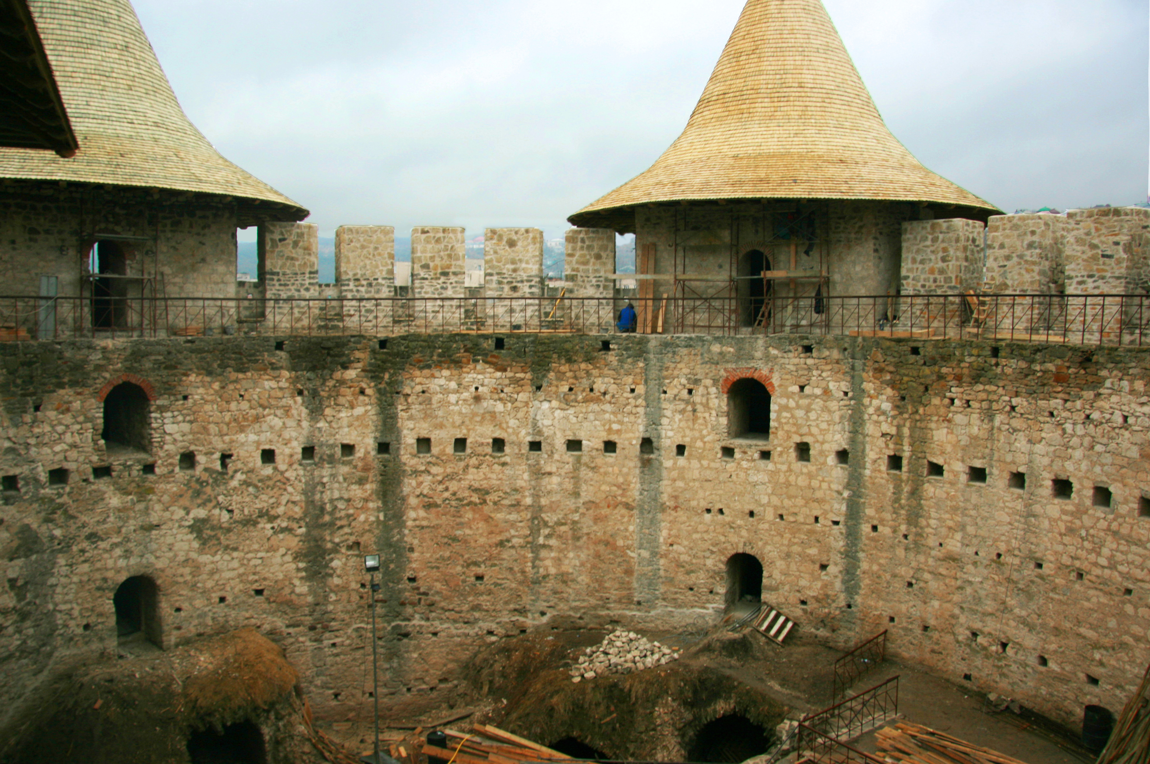 File soroca fort inside in renovation the court n 2 for Renovation wiki