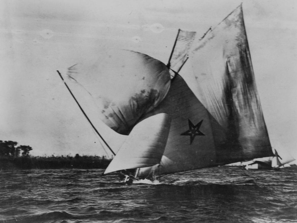 http://upload.wikimedia.org/wikipedia/commons/5/56/StateLibQld_1_290947_Championship_of_Australia_racing_skiff_Ida_in_full_sail%2C_1909.jpg