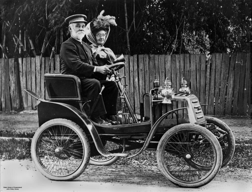 external image StateLibQld_1_95492_Out_driving_in_an_early_Linon_motor_car_in_Ipswich.jpg