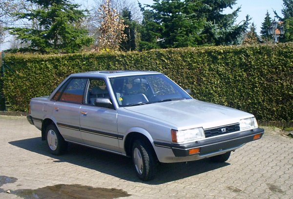 https://upload.wikimedia.org/wikipedia/commons/5/56/Subaru_L-Serie.jpg