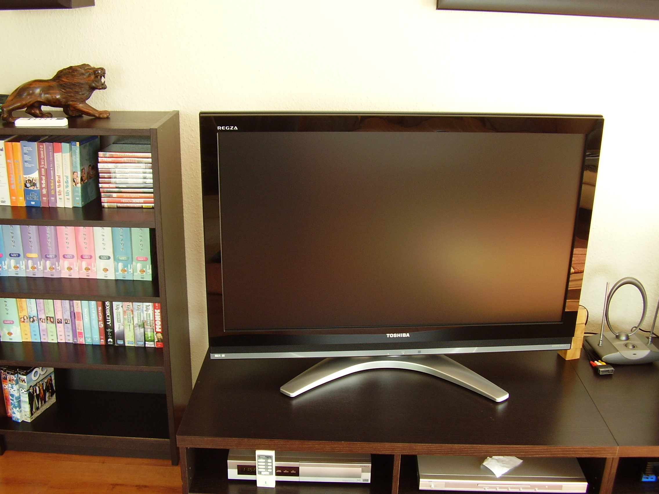 when i turn on my tv it flashes twice then the screen goes black with no sound diy forums. Black Bedroom Furniture Sets. Home Design Ideas