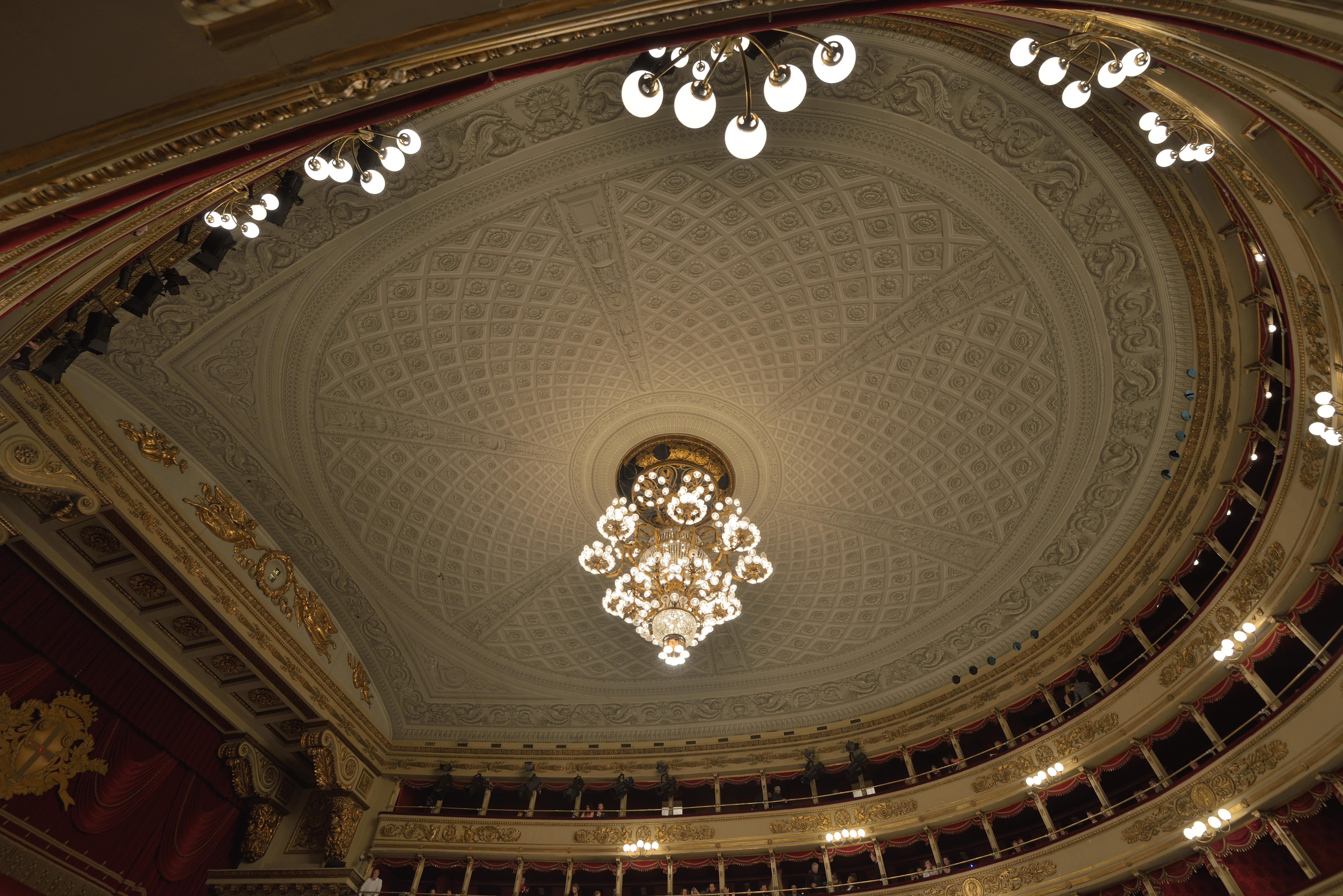 File:teatro alla scala soffitto e lampadario milan.jpg   wikimedia ...